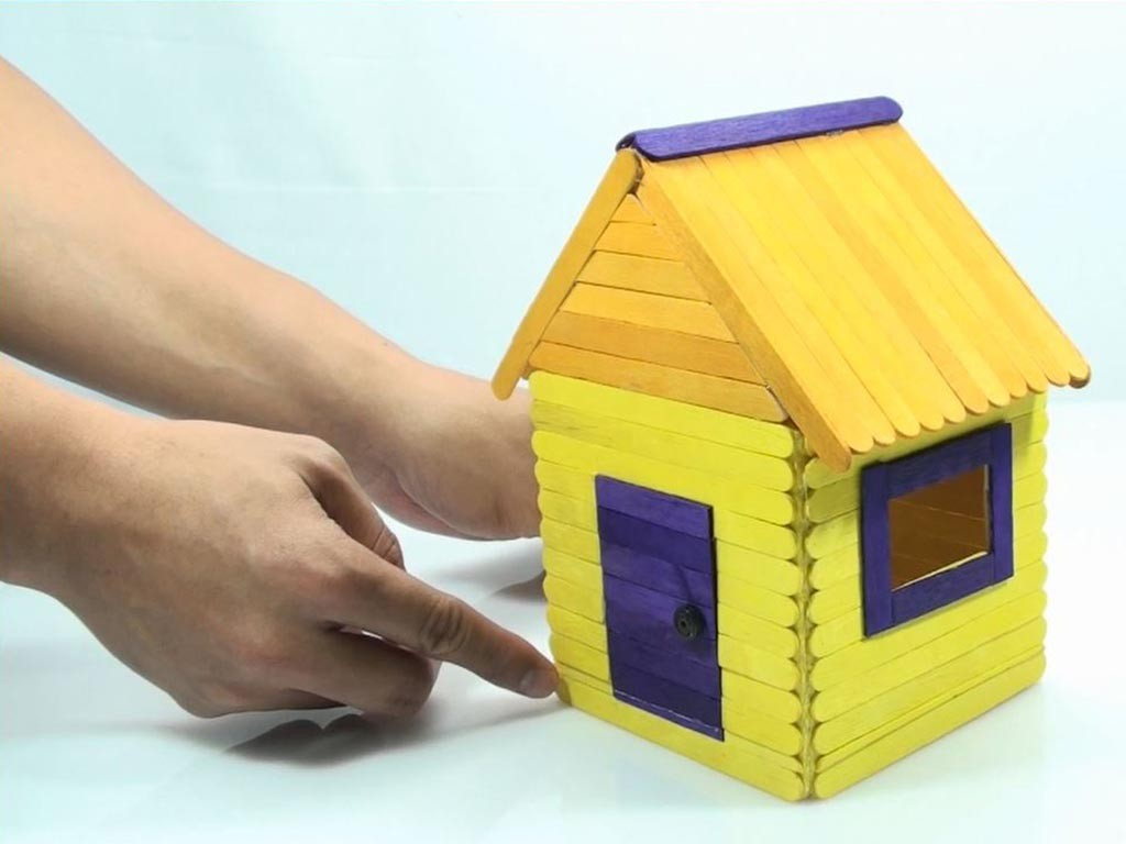 Easy to Build Bird House